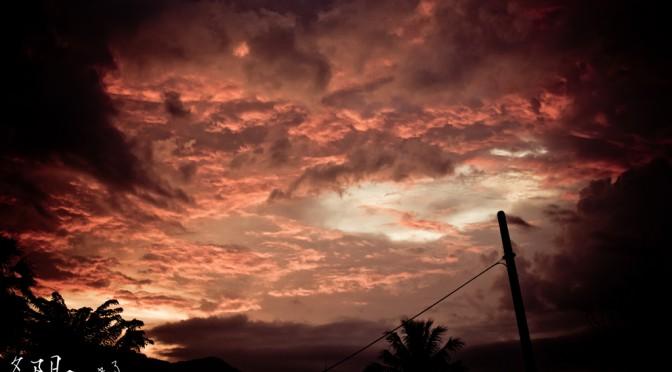 像火一样的夕阳。Sunset is so the beautiful, red like blood, like fire